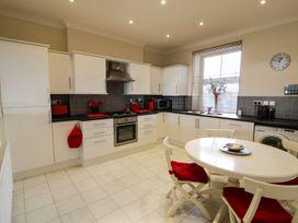 Apartment 3 Marian Y Mor - North Wales - 967080 - thumbnail photo 12
