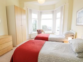 Apartment 1, 10 West End Parade - North Wales - 967864 - thumbnail photo 10