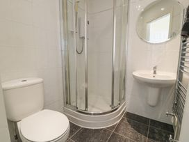 Apartment 1, 10 West End Parade - North Wales - 967864 - thumbnail photo 11