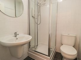 Apartment 1, 10 West End Parade - North Wales - 967864 - thumbnail photo 12