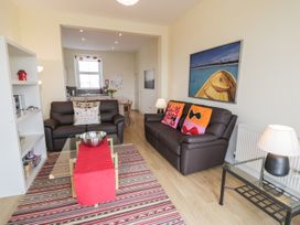 Apartment 1, 10 West End Parade - North Wales - 967864 - thumbnail photo 3