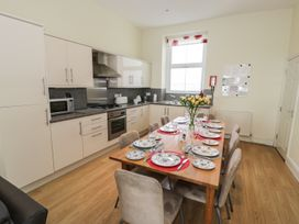Apartment 1, 10 West End Parade - North Wales - 967864 - thumbnail photo 4