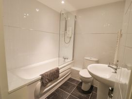 Apartment 1, 10 West End Parade - North Wales - 967864 - thumbnail photo 13