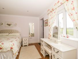 Bluebell Cottage at Honeywood - Somerset & Wiltshire - 968161 - thumbnail photo 14