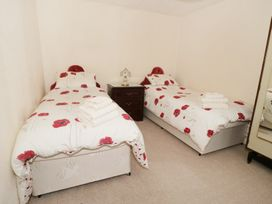 Gwnus Bungalow - Anglesey - 969943 - thumbnail photo 7