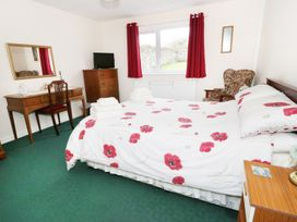 Gwnus Bungalow - Anglesey - 969943 - thumbnail photo 9