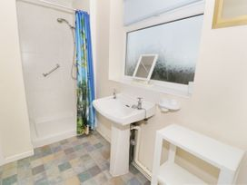 Gwnus Bungalow - Anglesey - 969943 - thumbnail photo 11