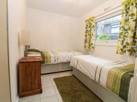 85 Lower Lakeside Chalet - North Wales - 972147 - thumbnail photo 6