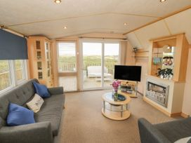 Coed Llai Lodge - Anglesey - 975033 - thumbnail photo 2