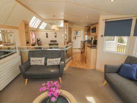 Coed Llai Lodge - Anglesey - 975033 - thumbnail photo 3