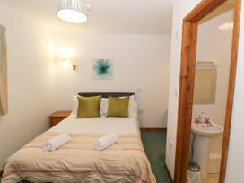 The Calf Suite - Mid Wales - 975069 - thumbnail photo 9