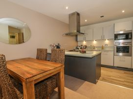 Scarborough Apartments - Two Bed (1) - Whitby & North Yorkshire - 975361 - thumbnail photo 5