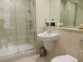 Scarborough Apartments - Two Bed (1) - Whitby & North Yorkshire - 975361 - thumbnail photo 12