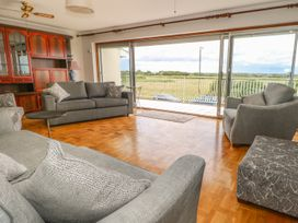 Hengist Beach House - Dorset - 975381 - thumbnail photo 6