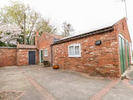 The Old Farm Cottage - Lincolnshire - 975628 - thumbnail photo 1