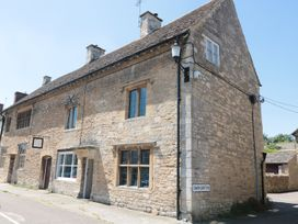 4 bedroom Cottage for rent in Malmesbury