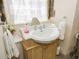Snape Castle, The Undercroft - Yorkshire Dales - 976588 - thumbnail photo 15
