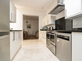 33 Crescent Gardens - Somerset & Wiltshire - 976724 - thumbnail photo 10