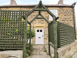 2 Church Cottages - Whitby & North Yorkshire - 977250 - thumbnail photo 2