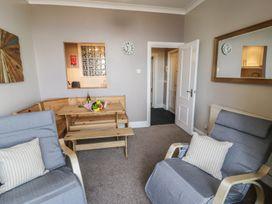 Seaview Apartment - North Wales - 977688 - thumbnail photo 4