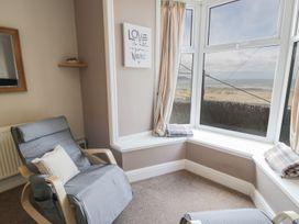Seaview Apartment - North Wales - 977688 - thumbnail photo 5