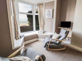 Seaview Apartment - North Wales - 977688 - thumbnail photo 6