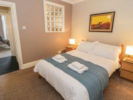 Seaview Apartment - North Wales - 977688 - thumbnail photo 9