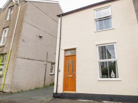 1 Castle Row - Anglesey - 978123 - thumbnail photo 1
