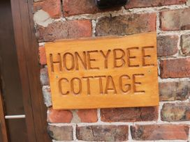Honeybee Cottage - Whitby & North Yorkshire - 979587 - thumbnail photo 2