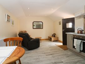 Honeybee Cottage - Whitby & North Yorkshire - 979587 - thumbnail photo 4