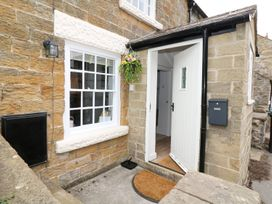 Gritstone Cottage - Peak District - 979710 - thumbnail photo 2