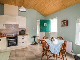 Pat White's Cottage -  - 980018 - thumbnail photo 8