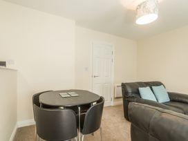 Apartment 4, 7 St Anns Apartments - North Wales - 980934 - thumbnail photo 4