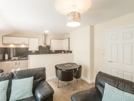 Apartment 4, 7 St Anns Apartments - North Wales - 980934 - thumbnail photo 8