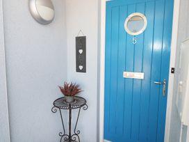 5 Chandlers Yard - South Wales - 982375 - thumbnail photo 2