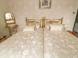 Daisy's Holiday Cottage - Yorkshire Dales - 982860 - thumbnail photo 11