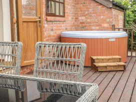 Old Hall Barn 1 - Shropshire - 983574 - thumbnail photo 15