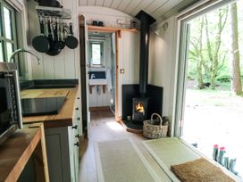 Rock View Shepherd's Hut - Devon - 983802 - thumbnail photo 5