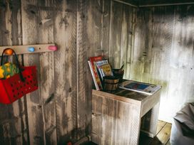 Stellar Safari Lodge - Mid Wales - 984103 - thumbnail photo 23
