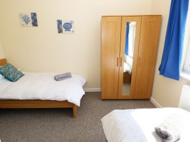 Ty'r Ardd - South Wales - 984541 - thumbnail photo 9