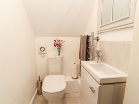 Dee Heights Penthouse - North Wales - 984751 - thumbnail photo 21