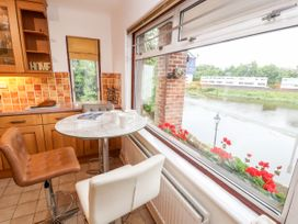 Dee Heights Penthouse - North Wales - 984751 - thumbnail photo 8