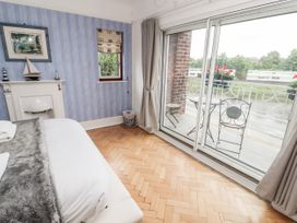 Dee Heights Penthouse - North Wales - 984751 - thumbnail photo 14