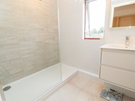 Dee Heights Penthouse - North Wales - 984751 - thumbnail photo 20