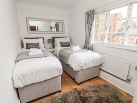 Dee Heights Penthouse - North Wales - 984751 - thumbnail photo 18