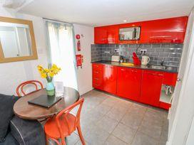 Barnacle Barn - Norfolk - 984798 - thumbnail photo 11