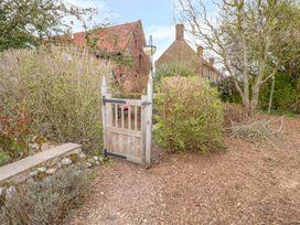 Barnacle Barn - Norfolk - 984798 - thumbnail photo 21