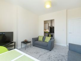 Apartment 3, 6 St Anns Apartments - North Wales - 984971 - thumbnail photo 4