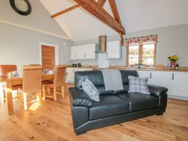 Lundy Lodge - Begwyns View - Mid Wales - 985504 - thumbnail photo 6
