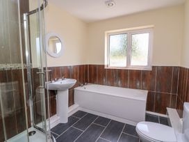 Glanyrafon Bungalow - Mid Wales - 985857 - thumbnail photo 21